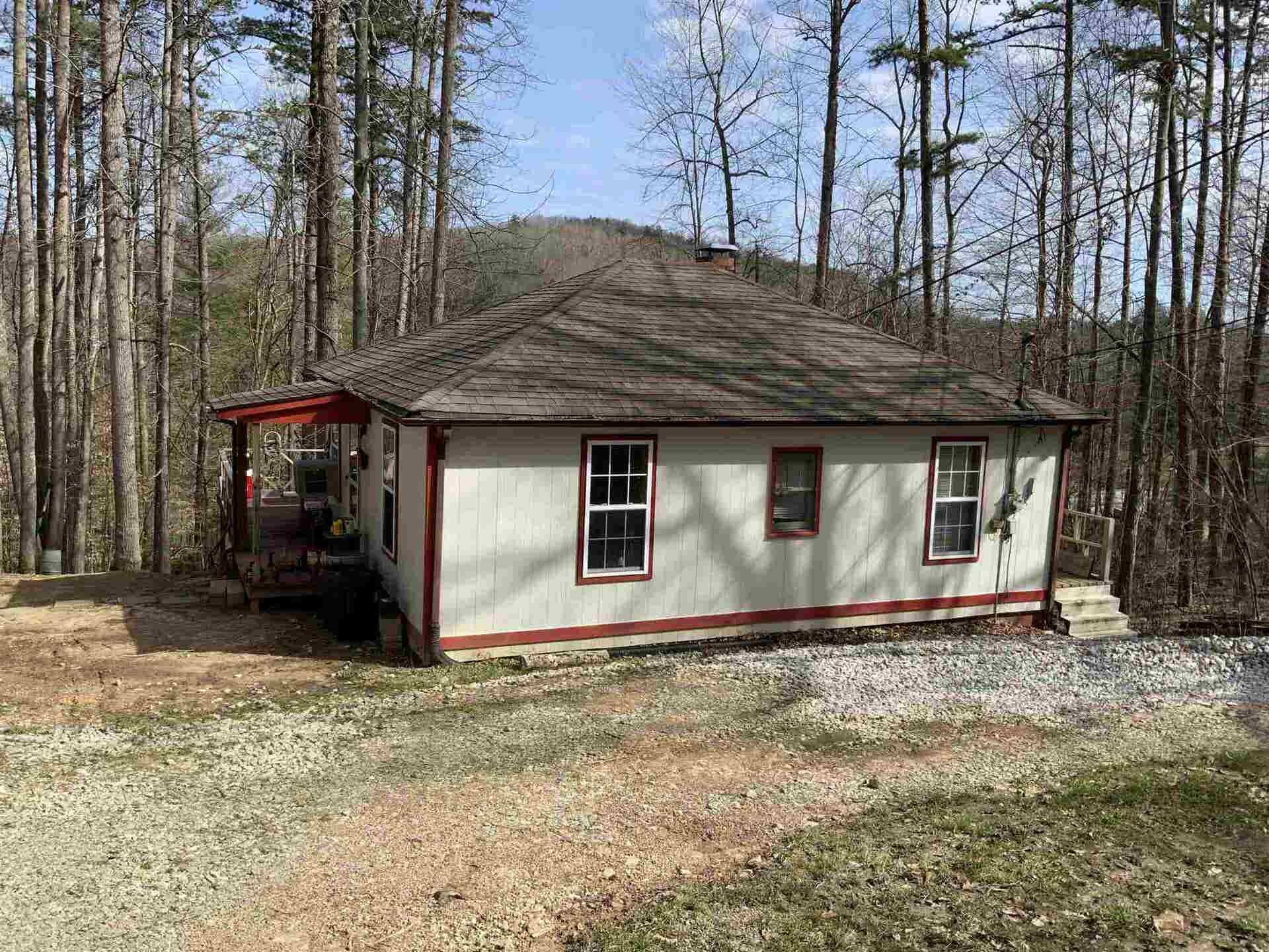 For Sale 20 Sloans Valley Circle Burnside Ky 42519 Other Areas 2 Beds 1 Full Bath 144 500 Mls 547165